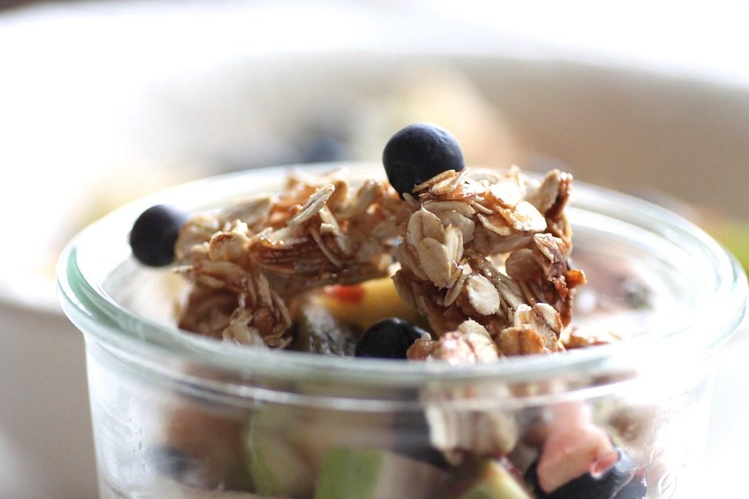 Joghurt Selbst Gemacht Mit Obst Und Karamell Haferflocken