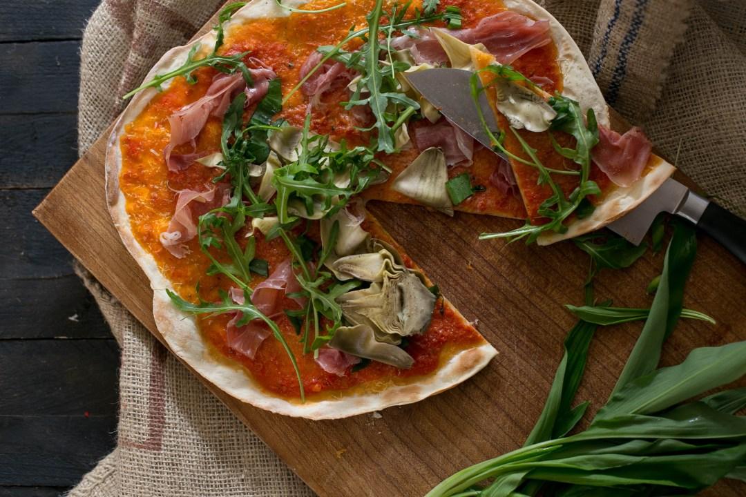 Pizza mit Sauerteig und Bärlauch