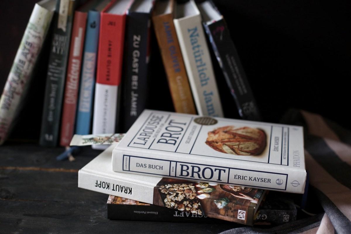 Ein Blick in unser Bücherregal