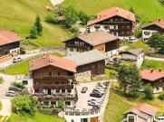 Luftaufnahme Gramais mit Haus Zita rechts oben