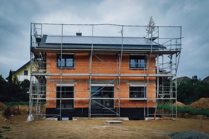 Haus im Rohbau mit PV Anlage