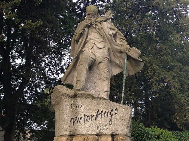Statue Victor Hugo