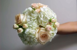 bouquet-light-pink-white-florals