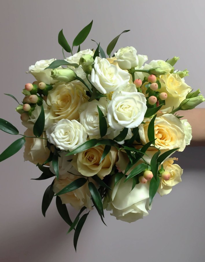 bouquet-white-assorted-florals