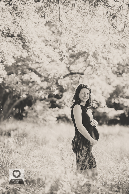 black and white maternity photographs