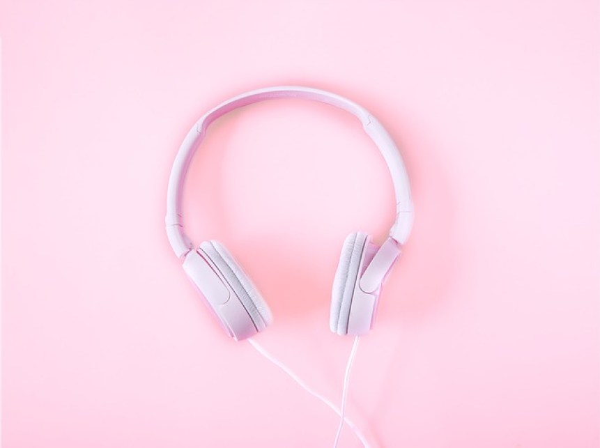 headphones-2592263_640