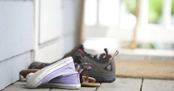 shoes-door-bacteria