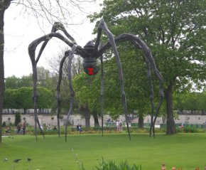 Giant black widow spider statue found on vacation in Paris