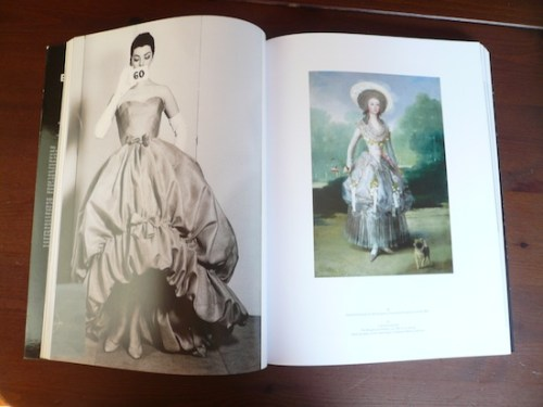 Photo of a poof dress in Balenciaga and Spain, the book
