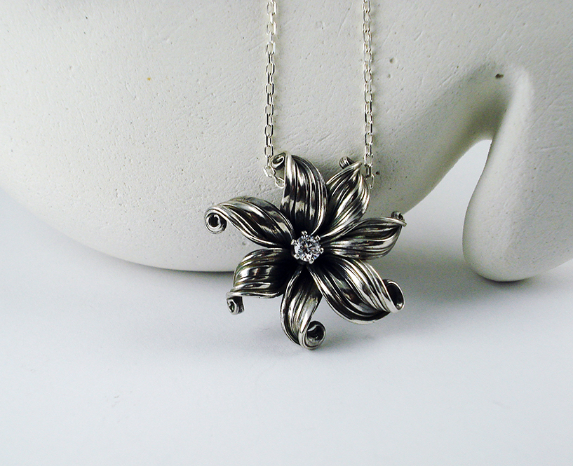 Medium Tropical Flower Necklace