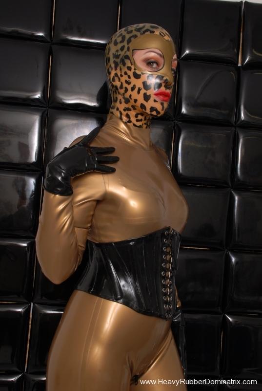 femdon heavy rubber anzug