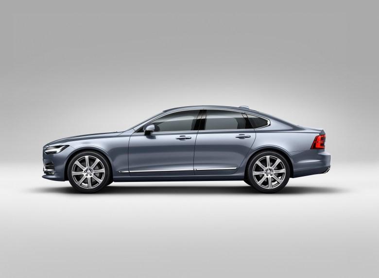 Volvo S90 je povsem pretrgal vezi s predhodnikom. A ostaja drugačen ...
