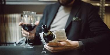 Kratke zgodbe na steklenici vina.