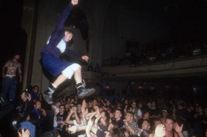 Mladec se meče med publiko, 1993.