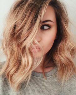 Ženske frizure 2017: razkuštrani daljši paž je pričeska te jeseni.