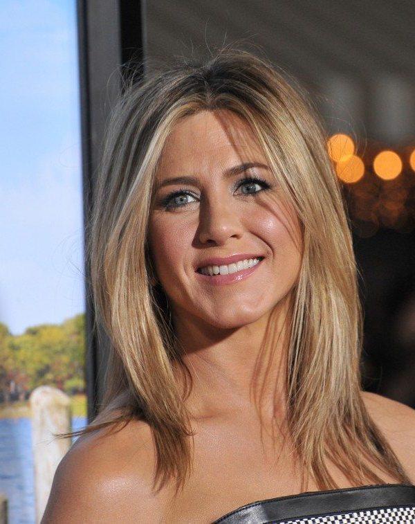 Young Jennifer Aniston dp