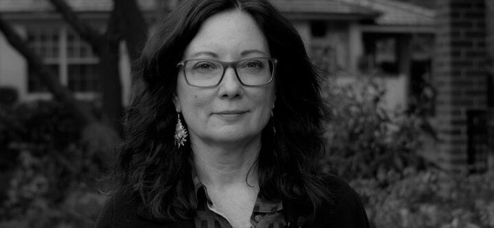 الإشكال في التحدث نيابة عن الآخرين - ليندا مارتين ألكوف / ترجمة: العنود سعد