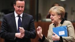 German Chancellor Angela Merkel (R) and British Prime Minister David Cameron (L). EPA, WOLFGANG KUMM, ΑΠΕ-ΜΠΕ