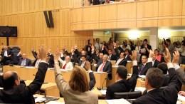 Η Κυπριακή Βουλή ψηφίζει... Φωτογραφία Φιλελεύθερος