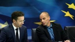 Ο Γιάνης Βαρουφάκης με τον Ολλανδό πρώην ομόλογό του, Γερούν Ντάισελμπλουμ. Φωτογραφία ΑΠΕ-ΜΠΕ