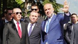 Φωτογραφία Αρχείου. Ο Αλβανός πρωθυπουργός Έντι Ράμα με τον Ταγίπ Ερντογάν. Φωτογραφία EPA, ΑΠΕ-ΜΠΕ