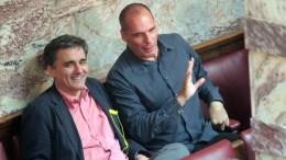 Ο Υπουργός Οικονομικών Ευκλείδης Τσακαλώτος (Α) και ο πρώην Γιάνης Βαρουφάκης. ΑΠΕ-ΜΠΕ/ΑΠΕ-ΜΠΕ/Παντελής Σαίτας