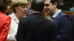 ΦΩΤΟΓΡΑΦΙΑ ΑΡΧΕΙΟΥ: German Chancellor Angela Merkel, French President Francois Hollande and Greek Prime Minister Alexis Tsipras. EPA, OLIVIER HOSLET