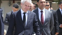 Οι διαπραγματευτές Ανδρέας Μαυρογιάννης και Ναμί. Φωτογραφία ΦΙΛΕΛΕΥΘΕΡΟΣ