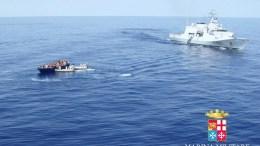 Φωτογραφία Αρχείου: A handout image released by Italian Navy  of a boat crowded with refugees off the Italian coast in the Strait of Sicily. EPA/ITALIAN NAVY PRESS OFFICE