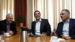 Ο πρωθυπουργός Αλέξης Τσίπρας (Κ) με τον αναπληρωτή υπουργό Αγροτικής Ανάπτυξης και Τροφίμων Βαγγέλη Αποστόλου (Α) και τον υπουργό Παραγωγικής Ανασυγκρότησης, Περιβάλλοντος και Ενέργειας, Πάνο Σκουρλέτη (Δ) συνομιλούν κατά τη διάρκεια της επίσκεψής του, στο Υπουργείο Παραγωγικής Ανασυγκρότησης, Περιβάλλοντος και Ενέργειας, Τετάρτη 5 Αυγούστου 2015. Αντικείμενο της συνάντησης είναι η υλοποίηση της αγροτικής πολιτικής, η στρατηγική ανάπτυξης της παραγωγικής ανασυγκρότησης της αγροτικής οικονομίας, τα άμεσα προβλήματα του αγροτικού κόσμου και τα αναγκαία μέτρα στήριξης του αγροτικού κόσμου το αμέσως επόμενο διάστημα. ΑΠΕ-ΜΠΕ/ΑΠΕ-ΜΠΕ/ΑΛΕΞΑΝΔΡΟΣ ΒΛΑΧΟΣ