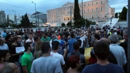 FILE PHOTO: Διαδηλωτές συγκεντρώνονται στην πλατεία Συντάγματος κατά τη διάρκεια συλλαλητηρίου αγανακτισμένων πολιτών. ΑΠΕ-ΜΠΕ, ΣΥΜΕΛΑ ΠΑΝΤΖΑΡΤΖΗ
