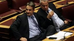 Κυριάκος Μητσοτάκης (Α) και Μάκης Βορίδης (Δ) παρακολουθούν συζήτηση στη Βουλή. ΑΠΕ-ΜΠΕ, ΑΛΕΞΑΝΔΡΟΣ ΒΛΑΧΟΣ