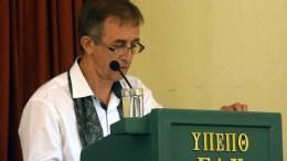 Ο φωτογράφος - ερευνητής Γιάννης Φαφούτης μιλάει σε επιστημονική ημερίδα με αφορμή τη συμπλήρωση 93 χρόνων από την εγκατάσταση των Μαρμαρινών προσφύγων στη Λίμνη Ευβοίας και την ευρύτερη περιοχή της, που διοργάνωσαν τα Γενικά Αρχεία του Κράτους - Τοπικό Αρχείο Λίμνης, στο κινηματοθέατρο Ελύμνιον, το Σάββατο 21 Νοεμβρίου 2015, στη Λίμνη Ευβοίας . ΑΠΕ ΜΠΕ, Βαγγέλης Φαφούτης