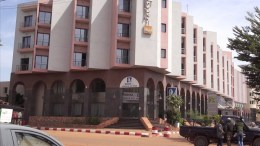 A video grabbed image showing Malian policemen guarding in front of the Radisson Blu luxury Hotel, during a hostage taking situation in Bamako, Mali, 20 November 2015. According to news reports, gunmen stormed the Radisson Blu hotel in Mali's capital and took 170 people hostage. At least 87 of the 170 people taken hostage at the luxury hotel stormed by suspected Islamist militants have been freed in the Malian capital Bamako, a government official reported. EPA/AFRICABLE TELEVISION / HANDOUT HANDOUT EDITORIAL USE ONLY