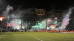 ΦΩΤΟΓΡΑΦΙΑ ΑΡΧΕΙΟΥ: Επεισόδια σημειώθηκαν μεταξύ φιλάθλων και αστυνομικών πριν την έναρξη του ποδοσφαιρικού αγώνα Παναθηναϊκού- Ολυμπιακού, για την 11η αγωνιστική του πρωταθλήματος της Super League, στο Στάδιο Απόστολος Νικολαΐδης στην Αθήνα, Σάββατο 21 Νοεμβρίου 2015. Ο διαιτητής του αγώνα αποφάσισε ότι δεν θα διεξαχθεί ο αγώνας για λόγους ασφαλείας. ΑΠΕ-ΜΠΕ, ΠΑΝΑΓΙΩΤΗΣ ΜΟΣΧΑΝΔΡΕΟΥ