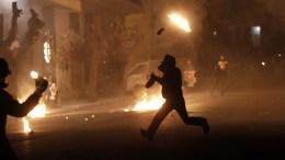 File Photo: Διαδηλωτές συγκρούονται με άνδρες των ΜΑΤ μετά το τέλος διαδήλωσης στη μνήμη του Αλέξη Γρηγορόπουλου. ΑΠΕ-ΜΠΕ, ΓΙΑΝΝΗΣ ΚΟΛΕΣΙΔΗΣ