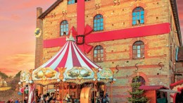 Τις μέρες των γιορτών αξίζει να πάτε έως τα Τρίκαλα για τον «Μύλο των Ξωτικών», ένα χριστουγεννιάτικο σκηνικό που έχει στηθεί στον εντυπωσιακό χώρο του πάρκου του Μύλου Ματσόπουλου. ΦΩΤΟΓΡΑΦΙΑ: ΘΟΔΩΡΗΣ ΑΘΑΝΑΣΙΑΔΗΣ, www.viewsofgreece.gr