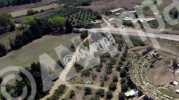 Φωτογραφία που δόθηκε σήμερα στη δημοσιότητα από το Υπουργείο Πολιτισμού και Αθλητισμού και εικονίζει αεροφωτογραφία από βορρά του Θεάτρου της Νικόπολης κατά τη διάρκεια των εργασιών.