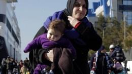 Πρόσφυγες και μετανάστες  στο λιμάνι του Πειραιά. Φωτογραφία Αρχείου.  ΑΠΕ-ΜΠΕ/ΟΡΕΣΤΗΣ ΠΑΝΑΓΙΩΤΟΥ