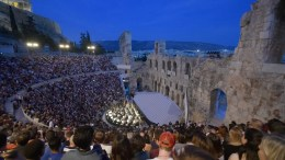 Σκηνή από την πρώτη καλοκαιρινή παραγωγή της Εθνικής Λυρικής Σκηνής, της μεγαλειώδους τετράπρακτης όπερας του Τζουζέππε Βέρντι, Αΐντα, σε μουσική διεύθυνση Μύρωνα Μιχαηλίδη και σκηνοθεσία Ενρίκο Καστιλιόνε, στο Ηρώδειο, Σάββατο 11 Ιουνίου 2016. Με την μεγαλειώδη Αΐντα του Τζουζέππε Βέρντι, η Εθνική Λυρική Σκηνή ανοίγει το φετινό Φεστιβάλ Αθηνών, στις 10, 11, 12, 15 Ιουνίου 2016 στο Ωδείο Ηρώδου Αττικού. Η δημοφιλής όπερα παρουσιάζεται σε νέα παραγωγή της ΕΛΣ, από το φημισμένο Φεστιβάλ Όπερας της Ταορμίνας. Πρωταγωνιστούν σπουδαίοι Έλληνες και ξένοι μονωδοί, όπως οι Τσέλια Κοστέα, Άντα Λουίζε Μπόγκτζα, Ντάριο ντι Βιέτρι, Σεμπαστιάν Φεράντα, Έλενα Γκαμπούρι, Ελένα Κασσιάν, Άρης Αργύρης, Τάσος Αποστόλου, Δημήτρης Κασιούμης κ.α. ΑΠΕ ΜΠΕ/ΑΠΕ ΜΠΕ/ΕΥΗ ΦΥΛΑΚΤΟΥ