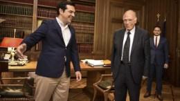 File Photo: Ο πρωθυπουργός Αλέξης Τσίπρας (Α) υποδέχεται τον πρόεδρο της Ένωσης Κεντρώων Βασίλη Λεβέντη (Δ), στο Μέγαρο Μαξίμου.  Φωτογραφία ΑΠΕ-ΜΠΕ, ΑΦΕΙΟ ΤΥΠΟΥ ΠΡΩΘΥΠΟΥΡΓΟΥ, Andrea Bonetti