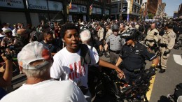Police officers move a crowd of protestors. FILE PHOTO, EPA/BRIAN BLANCO