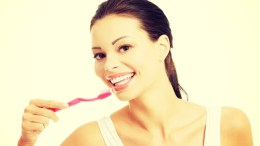 Οι επιστήμονες τόνισαν την ανάγκη οι πολύτεκνες μητέρες να δώσουν μεγαλύτερη έμφαση στον καθαρισμό και στην προστασία των δοντιών τους. File Photo: ΑΠΕ/ΜΠΕ