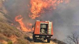 ΦΩΤΟΓΡΑΦΙΑ ΑΡΧΕΙΟΥ από προσπάθεια κατάσβεσης πυρκαγιάς. Σε εξέλιξη βρίσκεται αυτή τη ώρα πυρκαγιά στο Ζέλι Φθιώτιδας. Στο μεταξύ προφυλακιστέος κρίθηκε 24χρονος που είχε συλληφθεί για 16 πυρκαγιές σε Πεντέλη, Ανθούσα και Γέρακα.  Φωτογραφία Αρχείου: ΑΠΕ-ΜΠΕ, ΜΠΟΥΓΙΩΤΗΣ ΕΥΑΓΓΕΛΟΣ