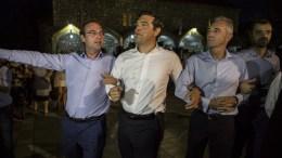 Ο πρωθυπουργός Αλέξης Τσίπρας χορεύει στην πλατεία του χωριού του, το Αθαμάνιο Άρτας, τον παραδοσιακό χορό των Τζουμέρκων και των χωριών στα Αθαμάνια Ορη, το «Καγκελάρι», την Τρίτη 16 Αυγούστου 2016, ανήμερα της ημέρας που γιορτάζει το Αθαμάνιο. Ο πρωθυπουργός, έδειξε να απολαμβάνει τούτο το αντάμωμα με συγγενείς και φίλους. ΑΠΕ-ΜΠΕ, ΡΑΠΑΚΟΥΣΗΣ ΔΗΜΗΤΡΗΣ