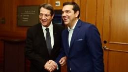 Ο πρωθυπουργός Αλέξης Τσίπρας με τον Πρόεδρο της Κύπρου Νίκο Αναστασιάδη. Φωτογραφία ΔΗΜΗΤΡΗΣ ΠΑΝΑΓΟΣ