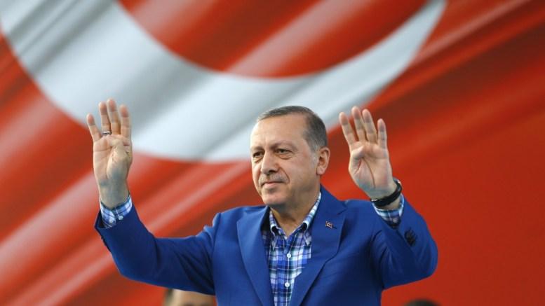 Turkish President Recep Tayyip Erdogan greets his supporters during a rally in Gaziantep, Turkey. EPA, SEDAT SUNA