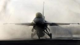 Πτήση τουρκικών F-16 πάνω από την Παναγιά των Οινουσών. EPA/RITCHIE B. TONGO