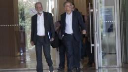 Ο υπουργός Περιβάλλοντος και Ενέργειας Πάνος Σκουρλέτης (Δ) αποχωρεί μετά την συνάντηση που είχε με τους επικεφαλής των θεσμών, Αθήνα, Τρίτη 25 Οκτωβρίου 2016. ΑΠΕ-ΜΠΕ/ΒΑΛΙΑ ΚΑΡΠΟΥΖΗ