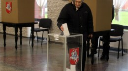 A woman vote during the second round of Lithuanian parliamentary election in Birzai, Lithuania, 23 October 2016. The Lithuanian parliament (Seimas) consists of 141 members including 71 in single-seat constituencies and 70 by party lists. EPA/VALDA KALNINA